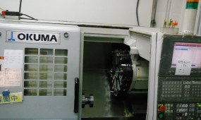 OKUMA_machine_LCS250